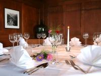 Hochzeitstisch in stilvollem Ambiente