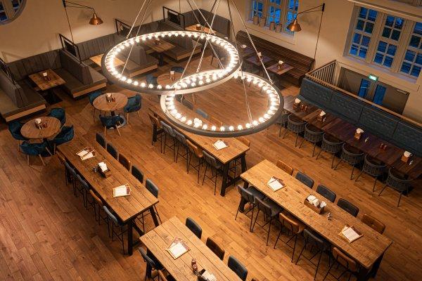 Blick von der Empore ins Restaurant