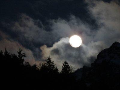 Mond über dem Nebelhorn