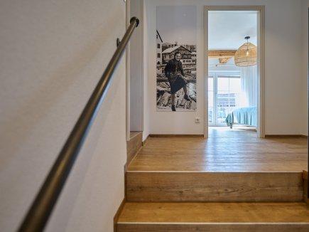 Flur und Treppenaufgang der Wohnung HofBlick 2