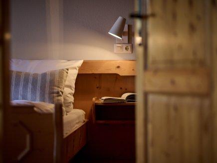 Blick ins Elternschlafzimmer der Ferienwohnung AdeleggBlick