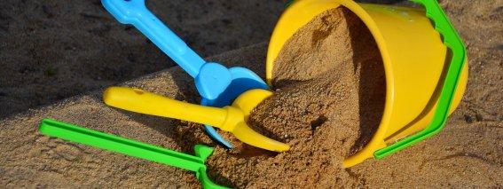 Sandkasten auf dem Spielplatz