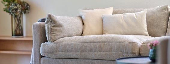 Couch in der Ferienwohnung WiesenBlick