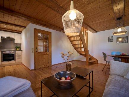 gemütlicher Wohnraum der Maisonette-Wohnung