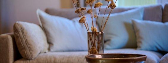 Couch in der Maisonette-Wohnung I