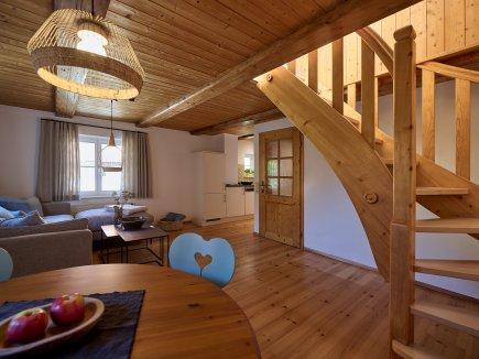 Blick in den Wohnraum der Maisonette I