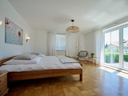 Schlafzimmer der Ferienwohnung HofBlick I