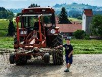 Pius mit Traktor