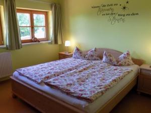 Schlafzimmer (drei) Ferienhaus Hennastall