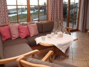 Wohnzimmer-mit-terrasse-hennastall