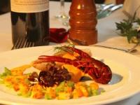 Rotbarbe auf Aubergine mit Paprika Aioli und heimischen Flusskrebsen