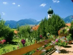 Terrasse mit Kirchturm