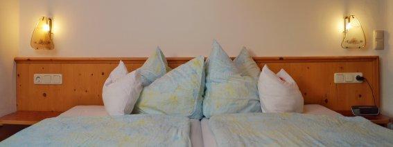 Doppelbett Schlafzimmer 1