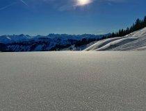 Glitzernde Schneefelder