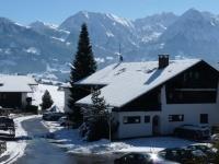 Berglust - Blick auf dem Fenster im Winter