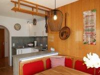 Küche mit Blick zum Flur