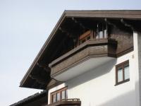 Balkon unterm Dach