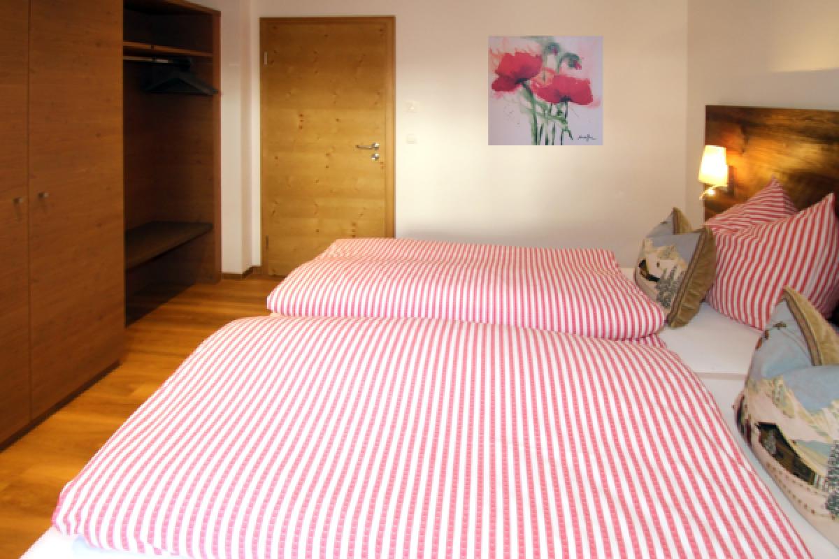 Wohnzimmer in hellgrau und dunkelgrau streichen for Design appartement oberstdorf