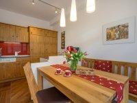 modere Küche mit Essplatz für 4 Personen