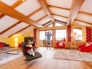 Wohnzimmer mit Familie