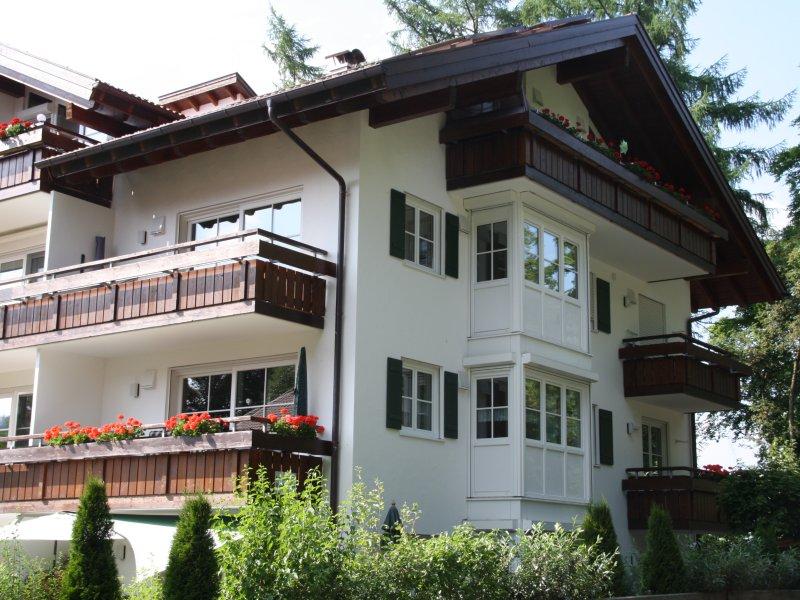 Blumenbalkon - Ferienwohnung am Fuggerpark -