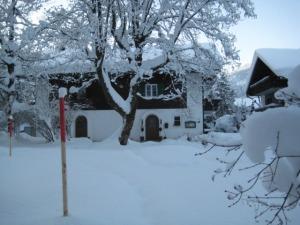 Haus Moldan im Winter