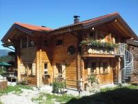 Holzhaus mit Garten - Fewo. mit Quergiebel und Außentreppe