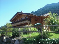 unser massives Holzhaus mit Garten