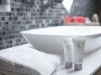 Im Badezimmer stehen Seife und Shampoo für Sie bereit