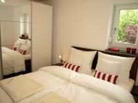 Ein Schlafzimmer der FeWo Alpen-Rose