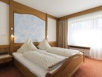 10Ferienwohnung45 Oberstdorf Schlafzimmer (2)