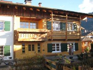 Südseite - mit Altane (Balkon) der FeWo Edelweiss