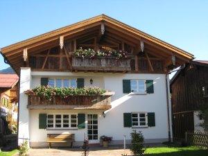 Haus Westseite - Balkon Fewo Enzian und Alpenrose
