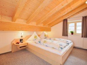 Schlafzimmer 1 - Ferienwohnung Alpenrose