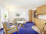 Ferienwohnung Nr. 57 Wohnraum mit Küchenzeile