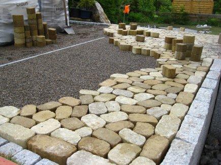 Die Terrasse nimmt Stein für Stein langsam Form an