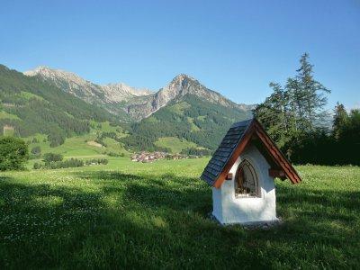 Dorf von Burgkirche aus