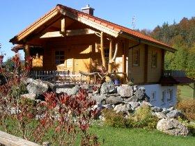 Blockhaus im Herbst