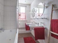 vielplatz Badezimmer mit Badewanne