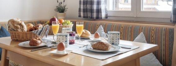 Frühstückstisch deinplatz