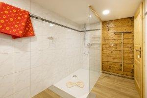 Ferienwohnung Mittag Badezimmer bedingt behindertengerecht