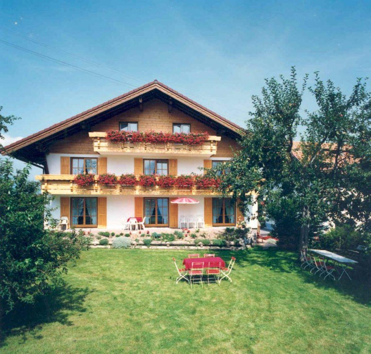 Unser Haus mit Garten u. sonniger Liegewiese