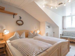 Ferienwohnung Ornachstube Schlafzimmer