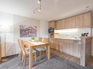 Ferienwohnung Rotspitzstube Küche und Essbereich