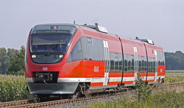 Draussen-eisenbahn-eisenbahnlinie-221281