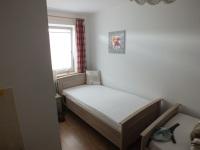 Schlafzimmer mit zwei Einzelbetten im I. OG