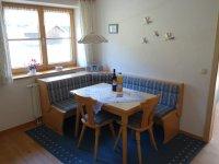 Küche Sitzgelegenheit Ferienwohnung Alpenrose