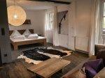 Großes Schlafzimmer Ferienwohnung Mühlbach