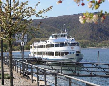 Ausflugsschiff am Kulturufer -Quelle-Tourist Information Bingen am Rhein