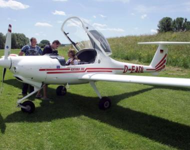 2018-05-05 23 03 17-ACRN - Flugzeugpark - Quelle - Aeroclub Rhein Nage